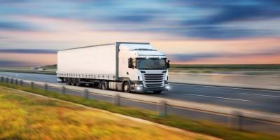 Wady i zalety transportu samochodowego